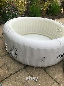 Lazy z spa paris hot tub. 4 6 persons. With pump, heater, bubbles led lights