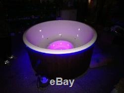 De Luxe Fibreglass Bois Hot Tub Bulles D'air + Led Au Feu De Bois. Rrp £ 3599! Afficher